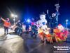 Foto t&w Schneemann und Weihnachtsmann. DRK und THW winken den Kindern im Klinikum zu